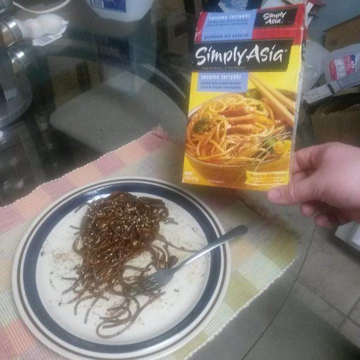 sopa quemada al lado de su caja