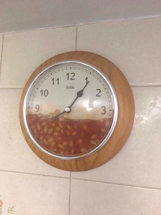 reloj con frijoles