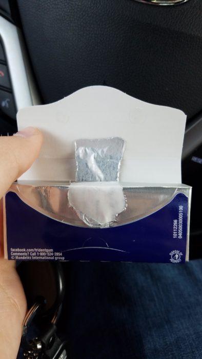 empaque de goma de mascar mal abierto