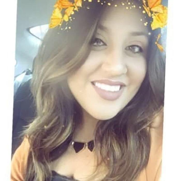 mujer con mariposas en la cabeza por el filtro de snachat