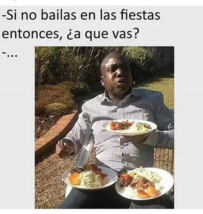 hombre de color con tres platos de comida