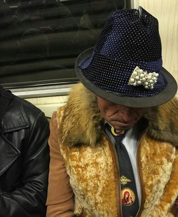 metro rusia sombrero
