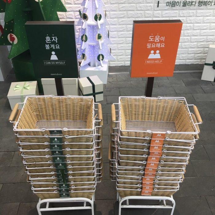 Cestos que dicen si necesitas o no ayuda del personal de la tienda
