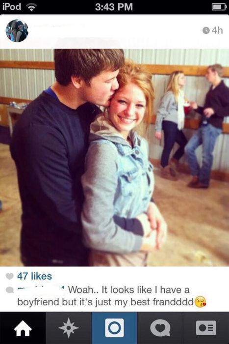chic abrazando a chica