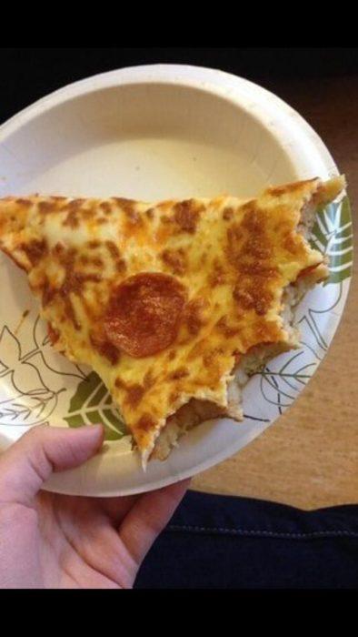 pizza mordida al revés