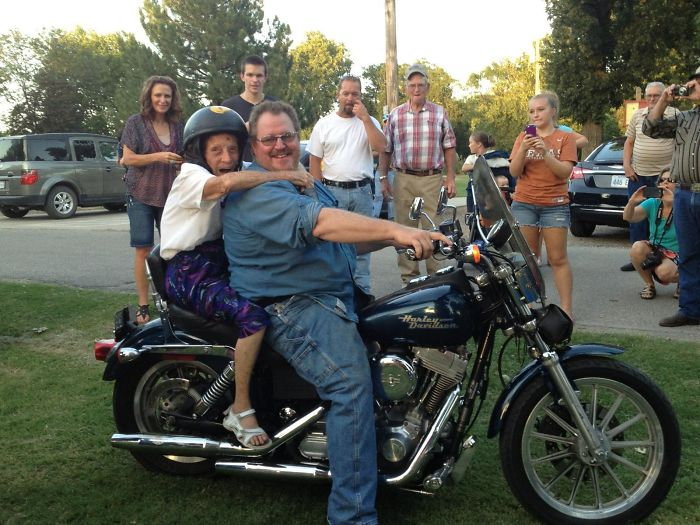 primera vez abuela moto