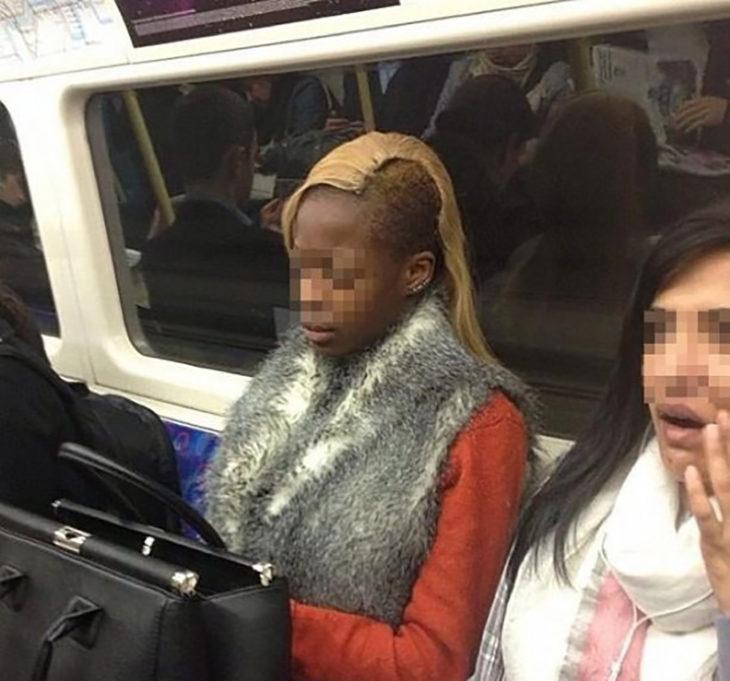 mujer cn el cabello amarillo y un costado rapado