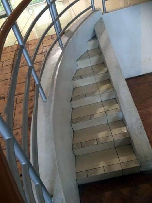 escaleras que no llevan a ninguna parte