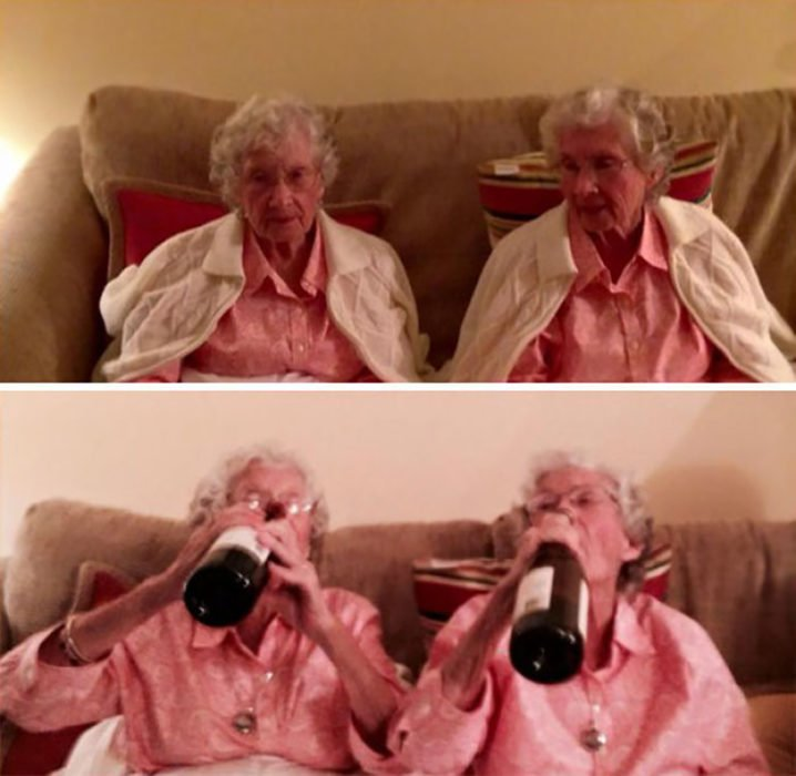 dos ancianas bebiendo vino directamente de la botella