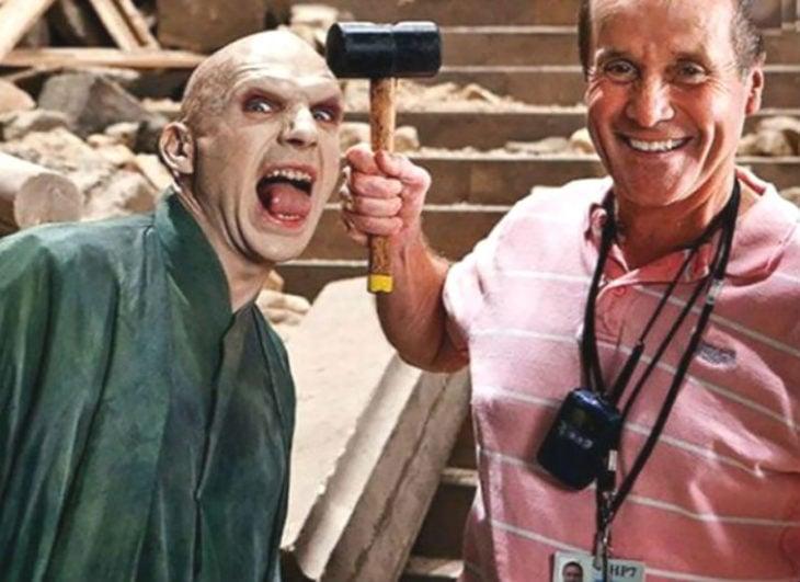 voldemort con nariz y el director de la película