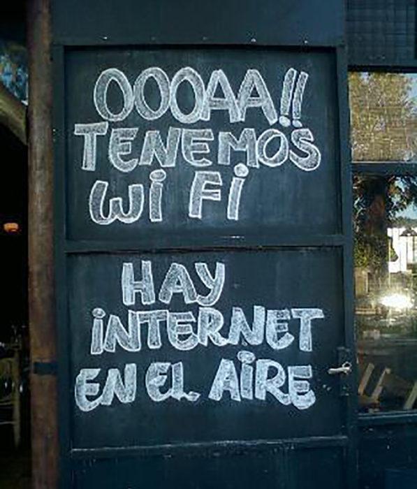cartel que dice tenemos wifi