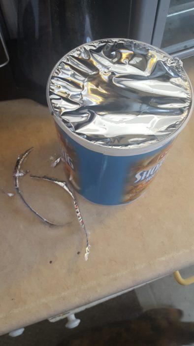 yogur de litro al que no se le puede quitar su tapa de aluminio