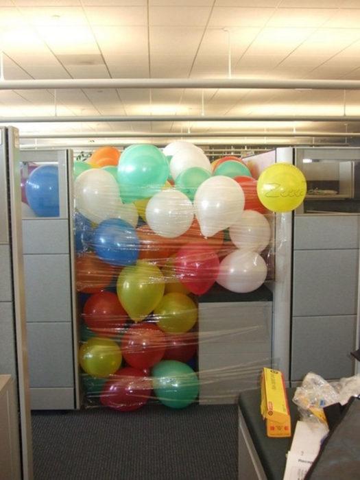 globos en la oficina