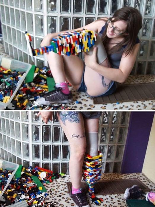 mujer se hace pierna con lego's