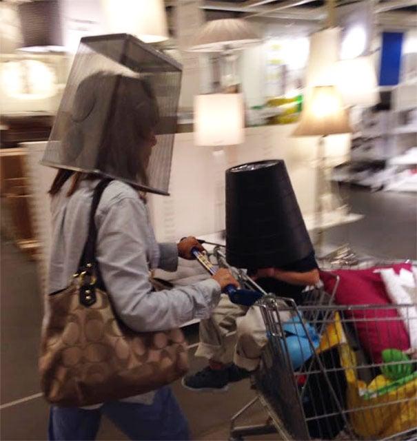 berrinche bote de basura en la cabeza supermercado madre