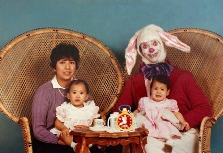 padre disfrazado conejo de pascua terrorífico vintage