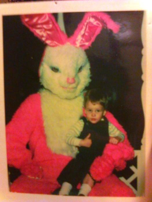 conejo rosa niño conejo de pascua terrorífico vintage