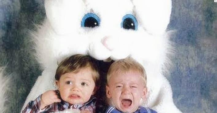 niños llorando conejo de pascua terrorífico vintage