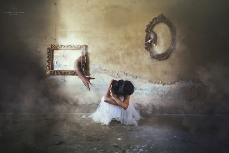 fotografía mujer espejo mano