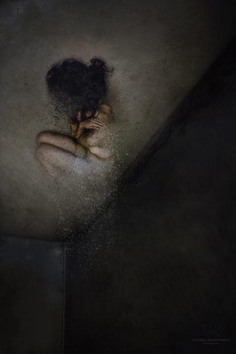 fotografía mujer desintegrándose