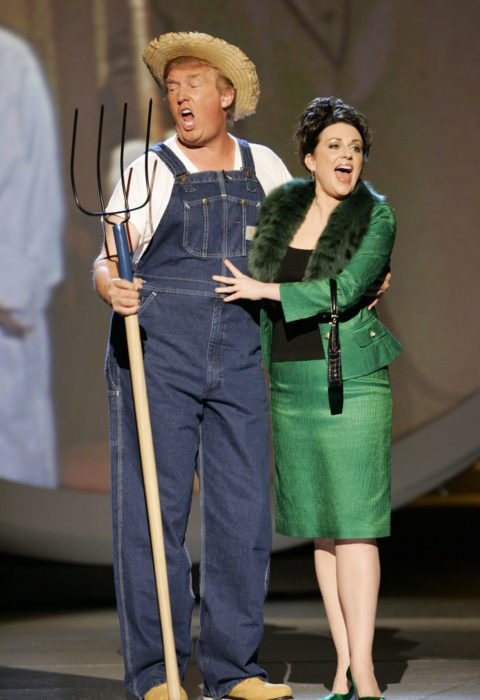 Donald Trump canta el tema de Green Acres con Megan Mullally 2005