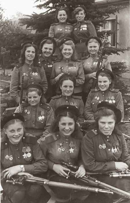 mujeres armadas foto antigua