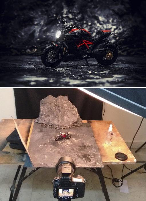 Montaje, moto en medio de las montañas miniatura
