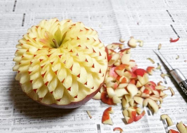manzana pelada y tallada