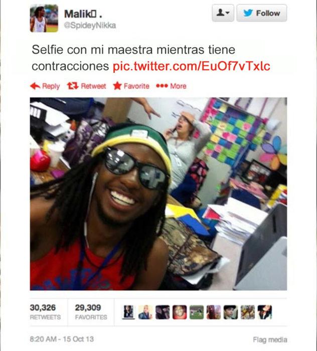 hombre toma selfie con su maestra teniendo contracciones