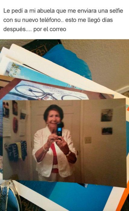 Abuelos vs tecnología - selfie abuela