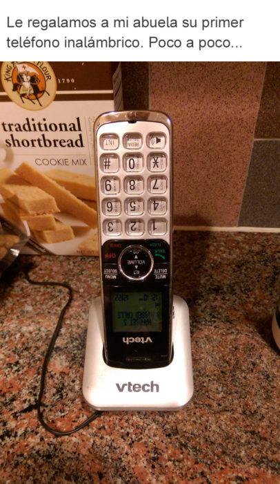 Abuelos vs tecnología - teléfono inalámbrico al revés