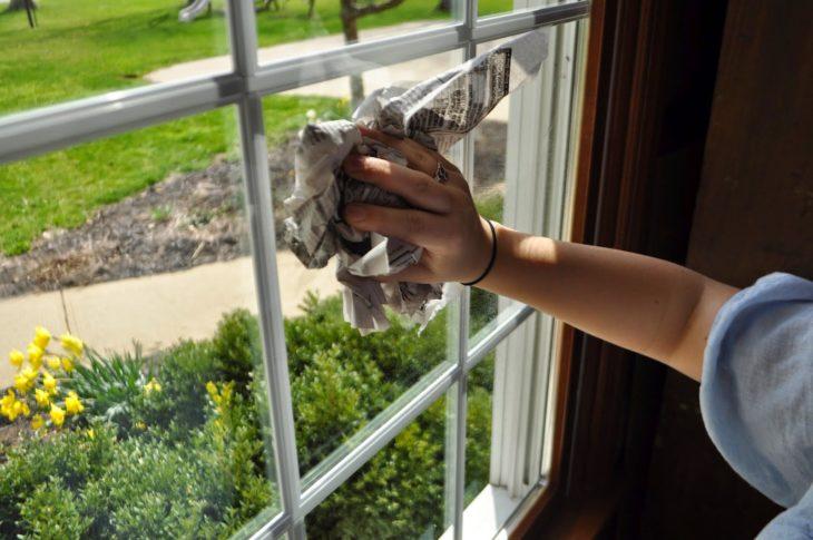 periodico para limpiar ventanas