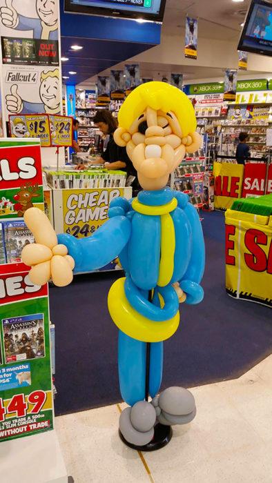 figura de hombrecillo hecha con globos
