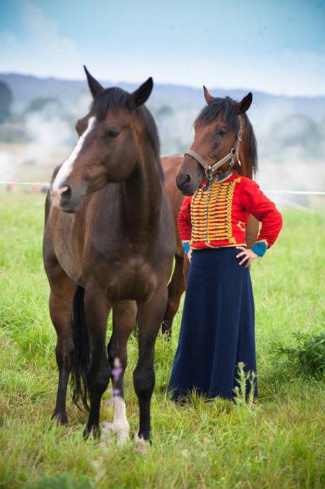 ilusión óptica mujer con cabeza de caballo