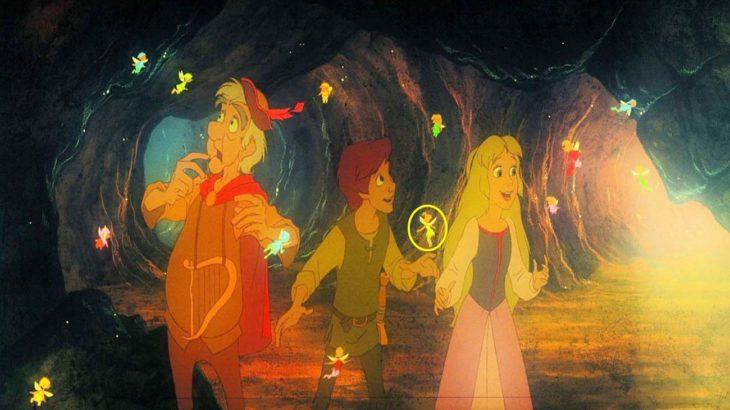 escena de campanita en el caldero mágico