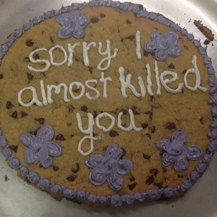 pastel que dice perdón casi te mato