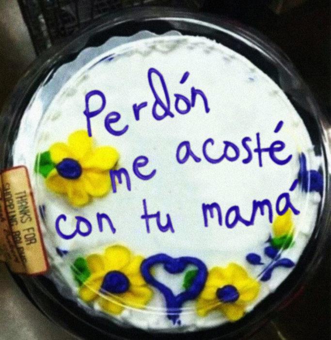 pastel que dice perdón me acosté con tu mamá