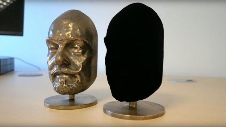 esculturas negra y bronce