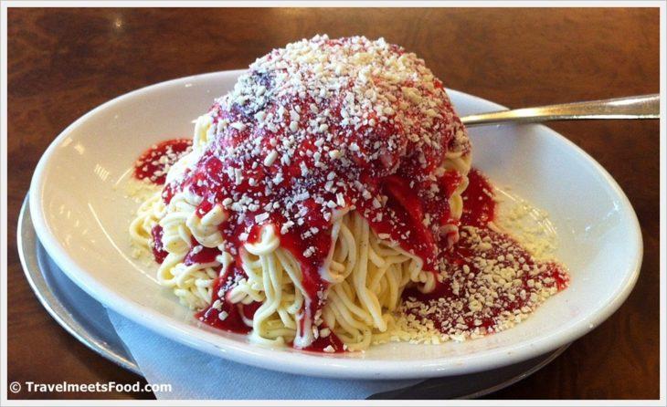 helado sabor espagueti y queso