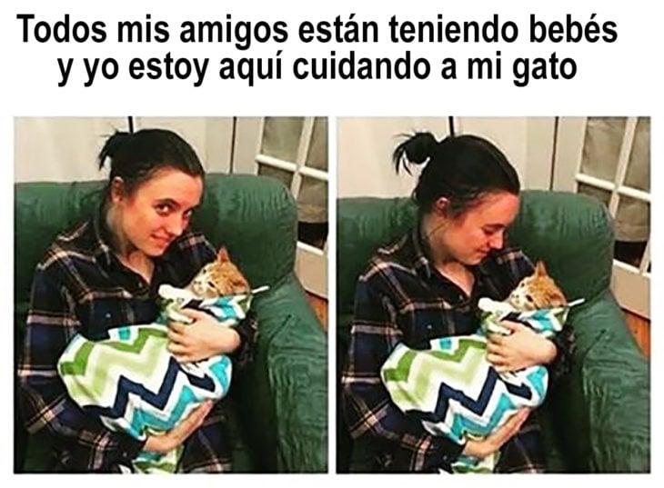 mujer cara a un gato arropado como bebé