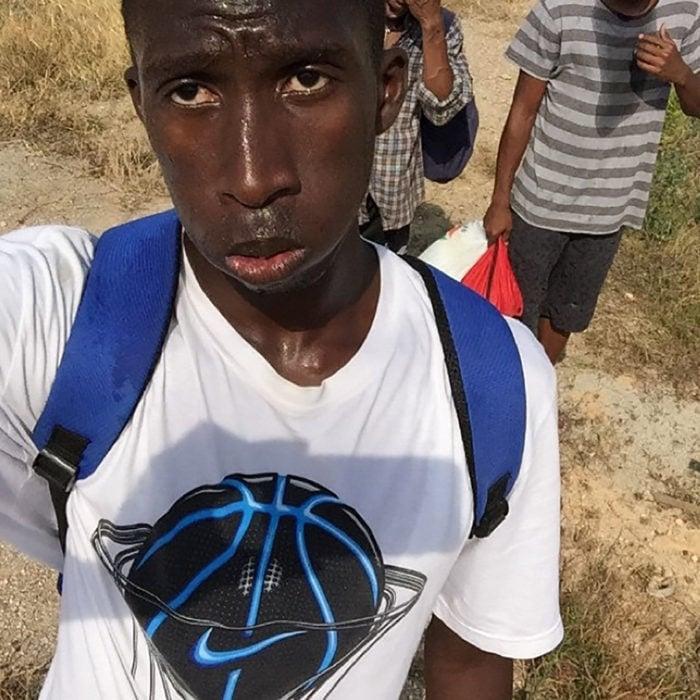 hombre africano sudando