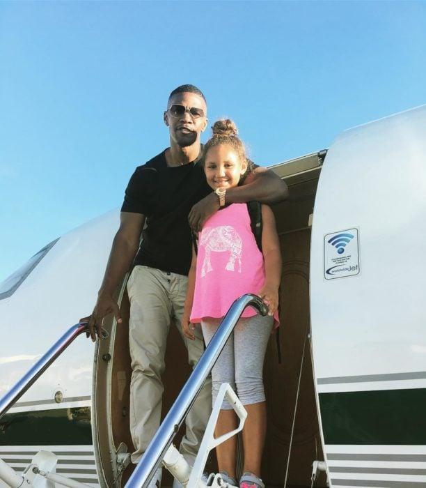 jamie fox y su hija en un avión