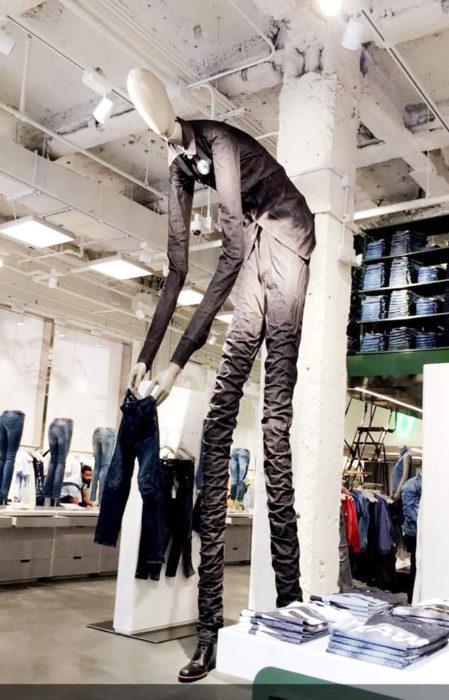 maniquí gigante