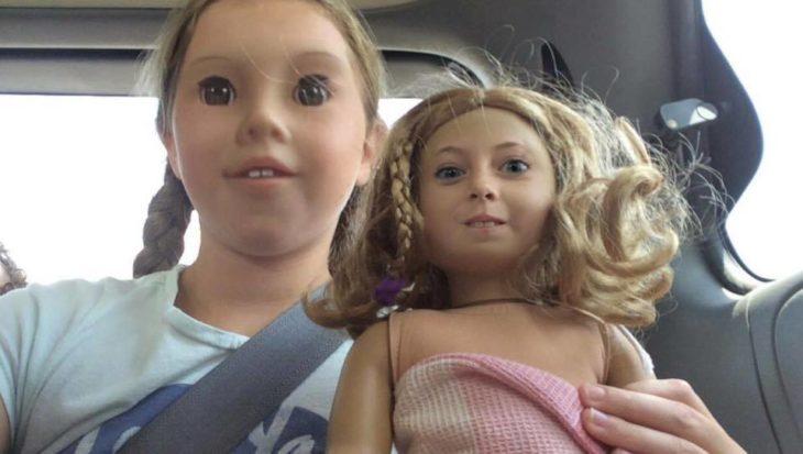 swap face de una niña con una muñeca