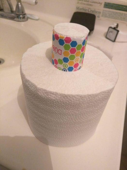 papel de baño con rollo de baño n vez de tubo de plástico