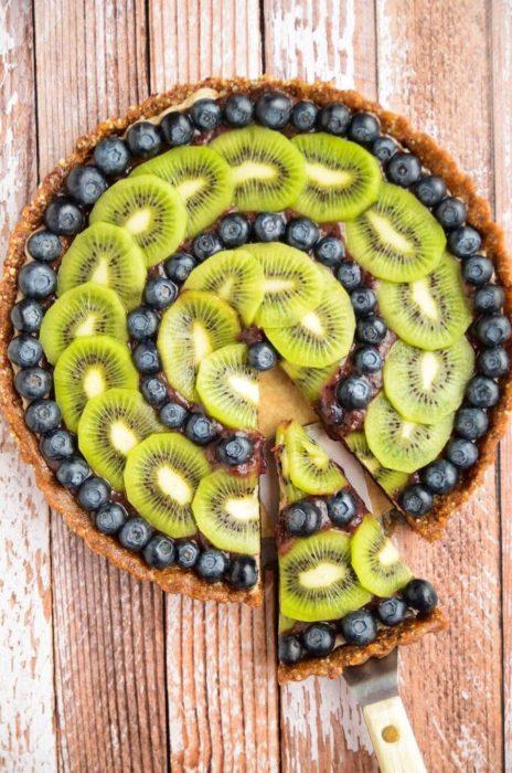 tarta de kiwi con moras