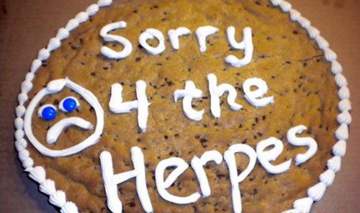 pastel que dice lo siento por el herpes