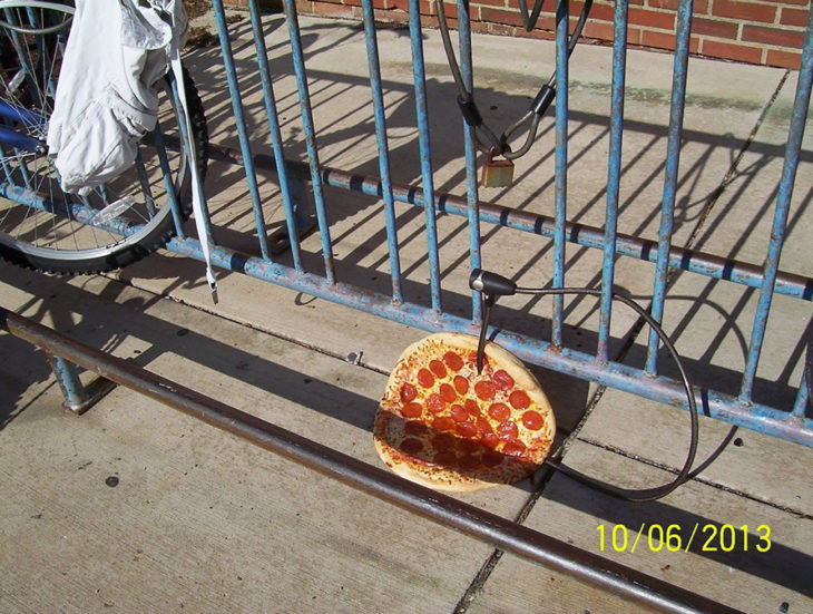 pizza con un inflador