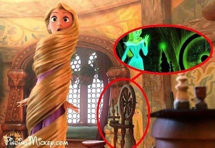 Rapunzel tiene la rueca de La Bella Durmiente