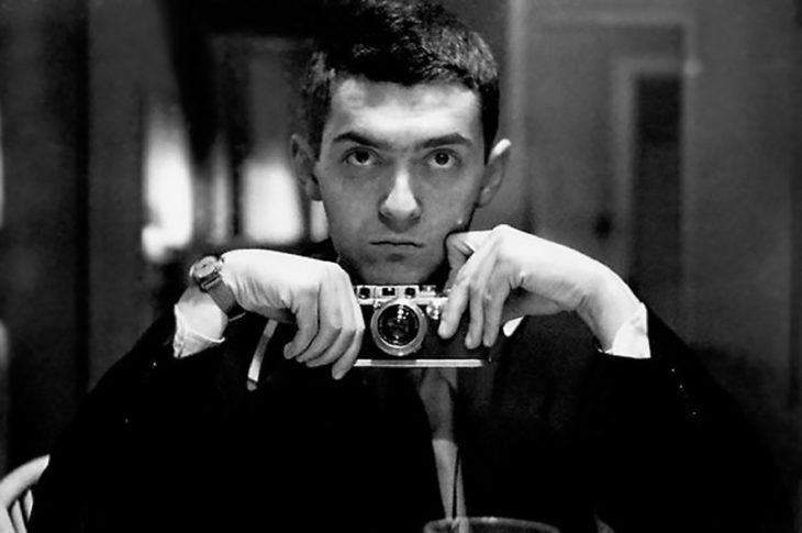 selfie a blanco y negro de stanley kubrick 1949